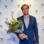 Lue Støvelbæk modtager Lauritzen Fondens Believe in You-pris 2021. Pressefoto: Carsten Lundager.